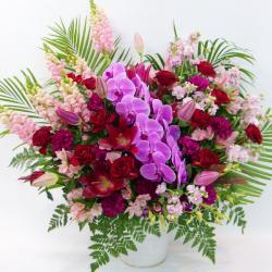 胡蝶蘭とバラのアレンジメント